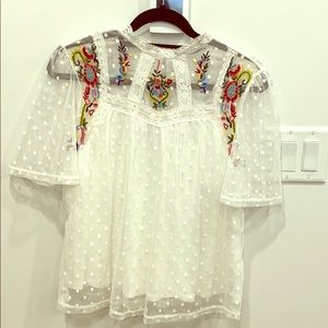 Dex lace/embroidered top